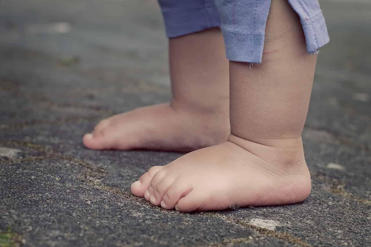Beneficios de los pies descalzos en bebés